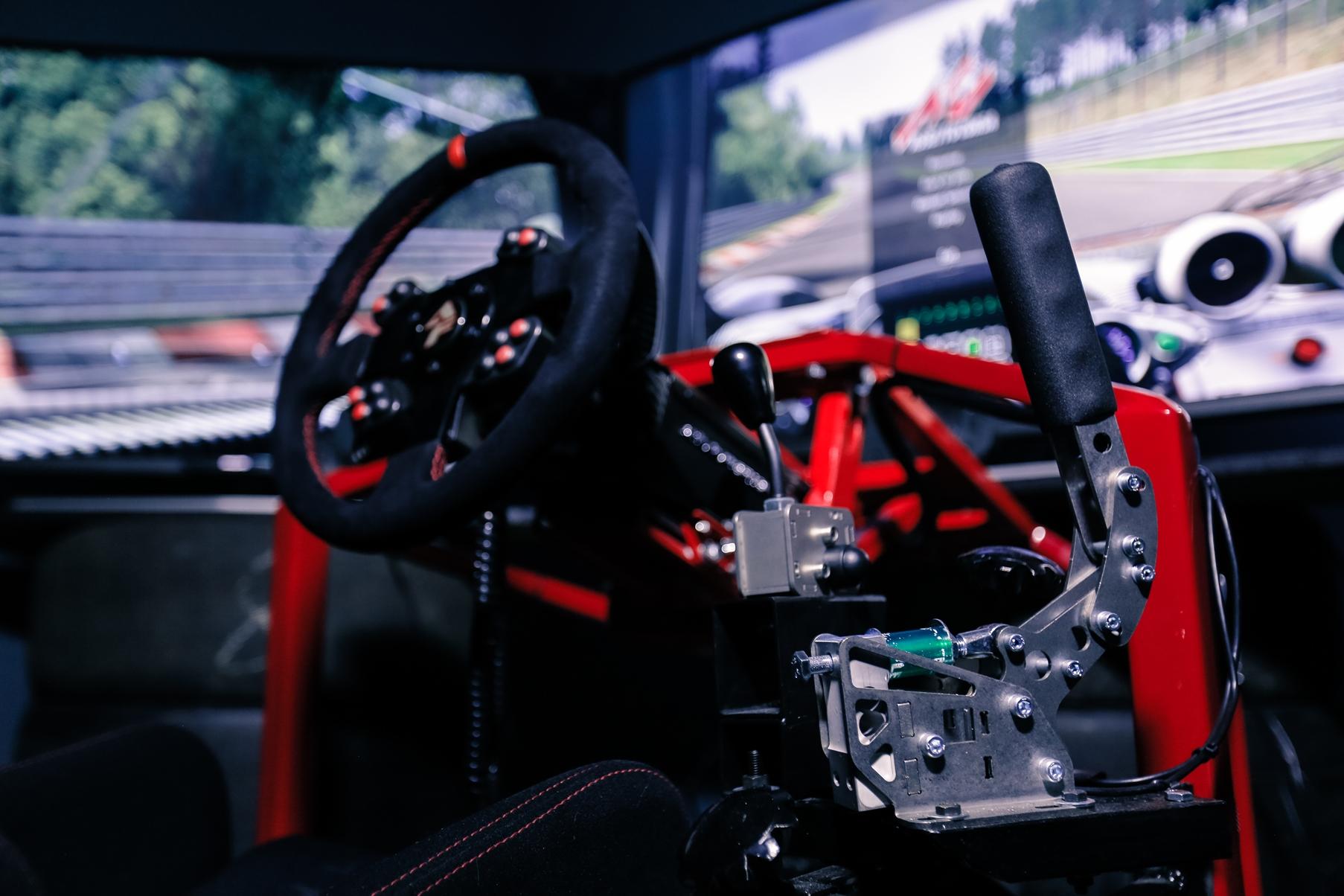 гоночный автосимулятор, автосимулятор, top level racing simulator, автосимулятор Киев, реалистичный автосимулятор Киев, симулятор для тренировок Киев